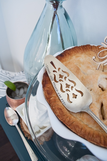 Love this cute Thanksgiving Pie Bar! So unique and fun. Leave room for desserts - especially those mini pies!