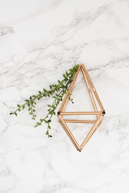 Pretty idea and unique take on a spring wreath! This geometric floral door hanger is gorgeous and a budget friendly way to create a unique spring decoration.