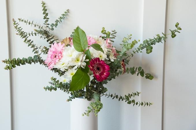 How To Arrange Flowers Like A Pro Christene Holder