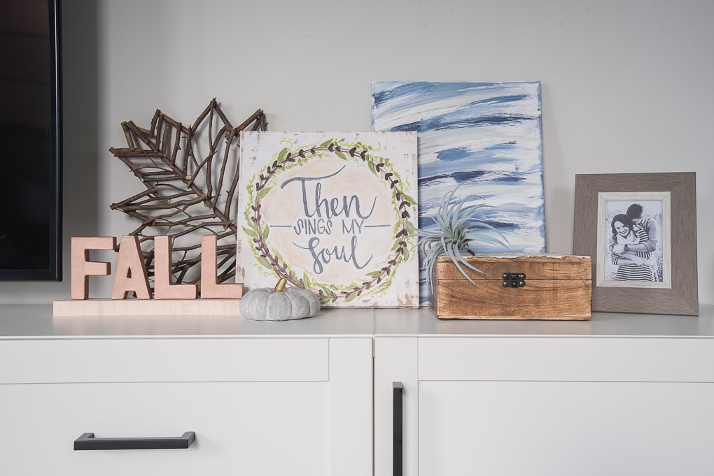 DIY wood and metal fall sign. Make a budget-friendly fall home decor sign for under $6. Quick and easy craft project for your home.