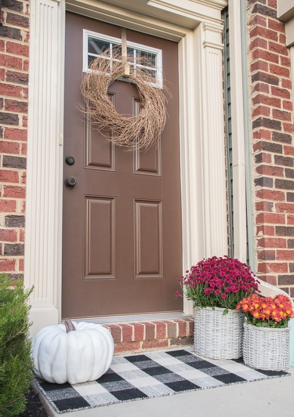 A Simple and Modern Fall Front Porch