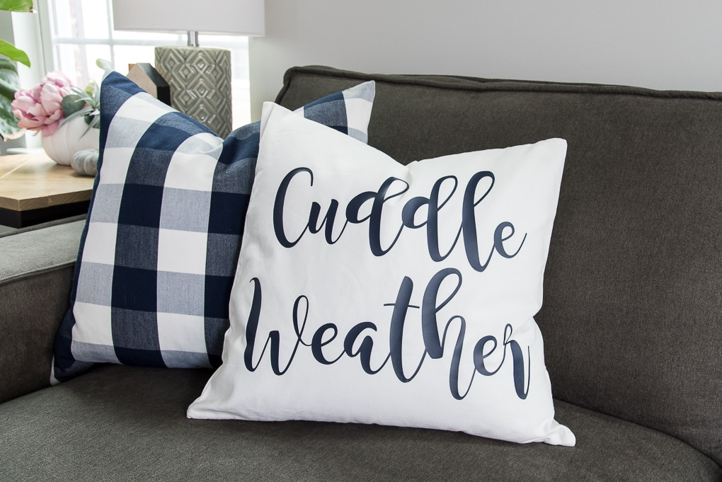 How to make a cozy fall pillow using the Cricut Explore. Full tutorial for making a pillow using Craftables heat transfer vinyl and a FREE downloadable cut file!
