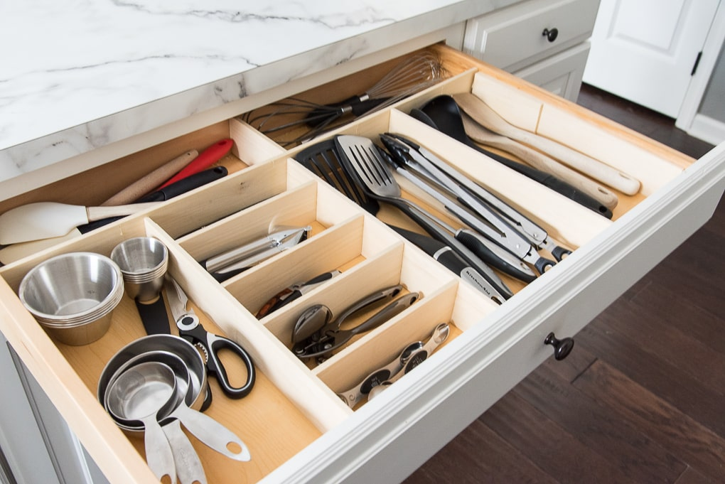 Organizing a kitchen involves sorting through what you have and getting rid of a lot of things. Here are 7 things that you need to get rid of when organizing your kitchen.