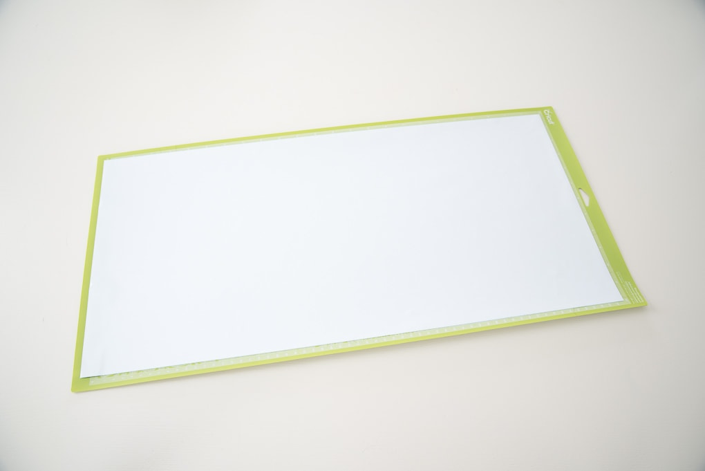 Cricut cutting mat with white vinyl