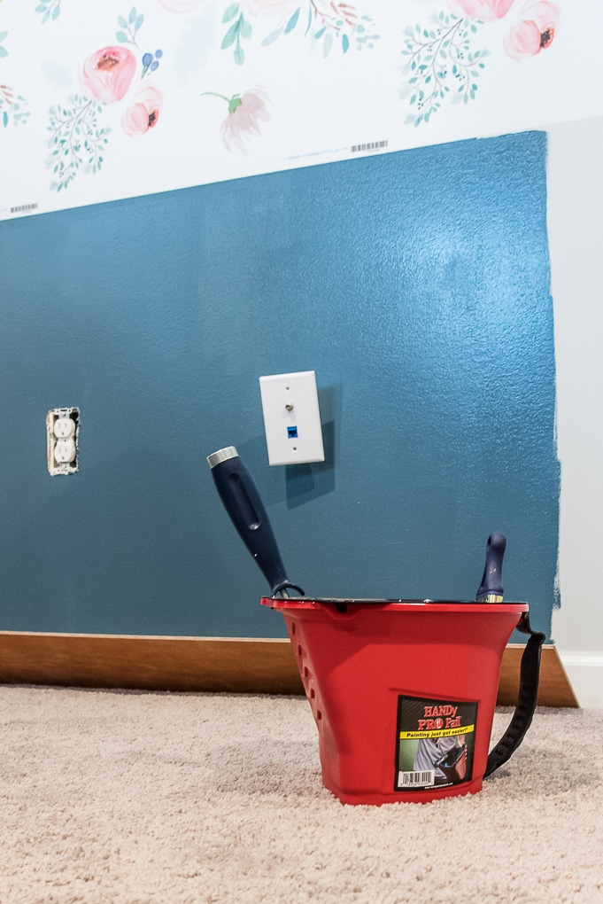 HANDy pro pail with navy blue wall