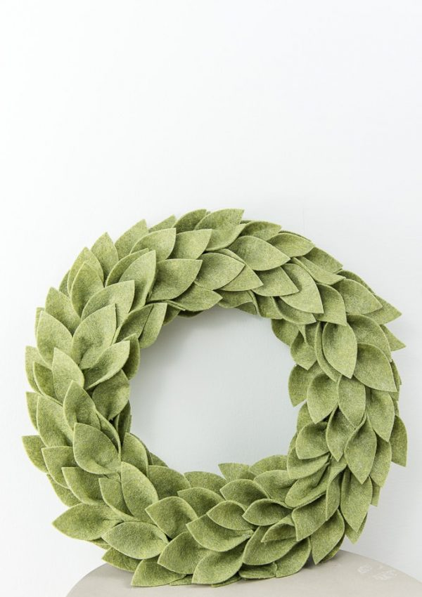Beautiful Felt Christmas Greenery Wreath
