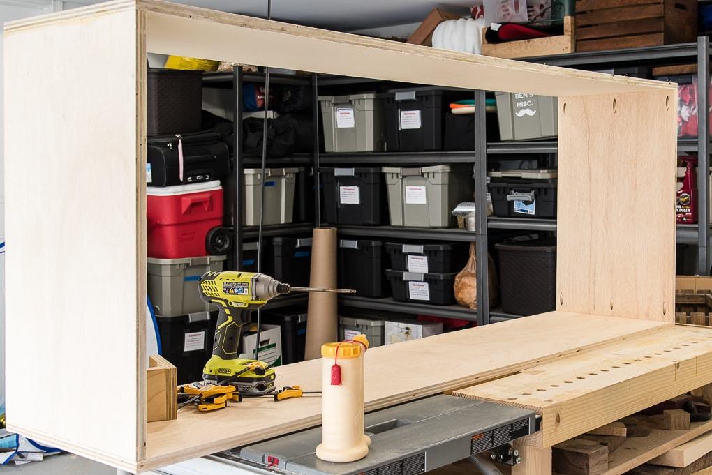 diy bookshelves plywood frame