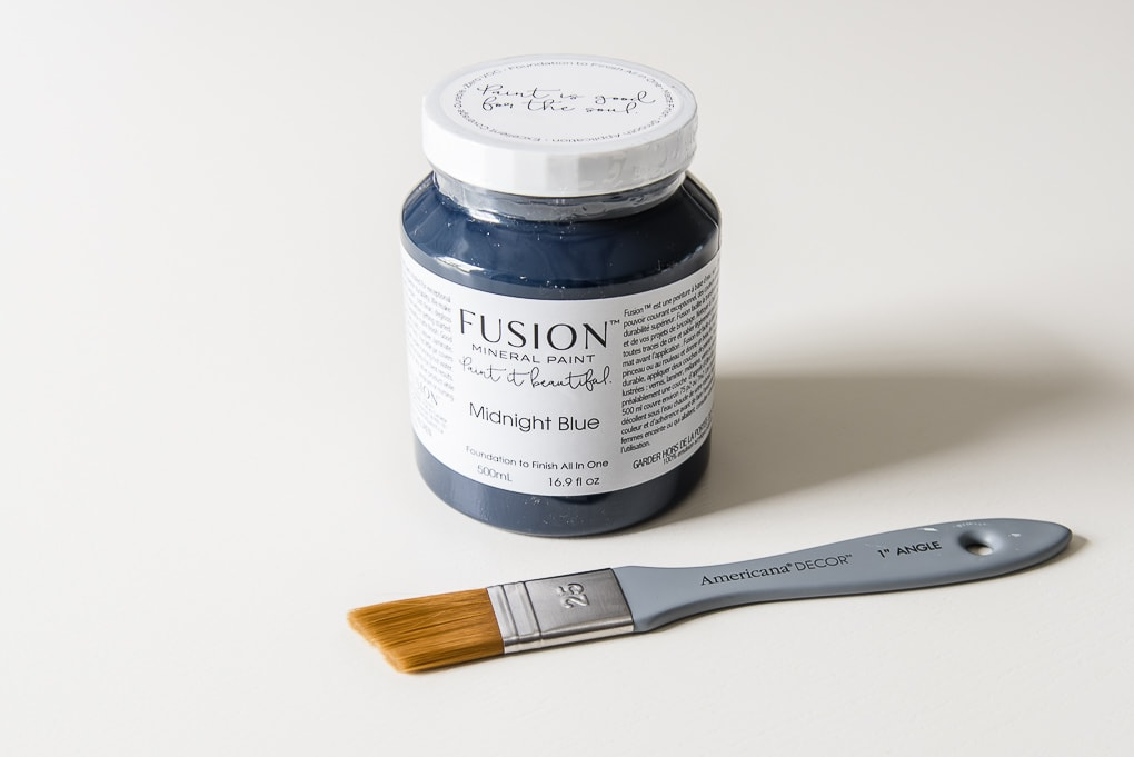 fusion mineral paint midnight blue with paintbrush