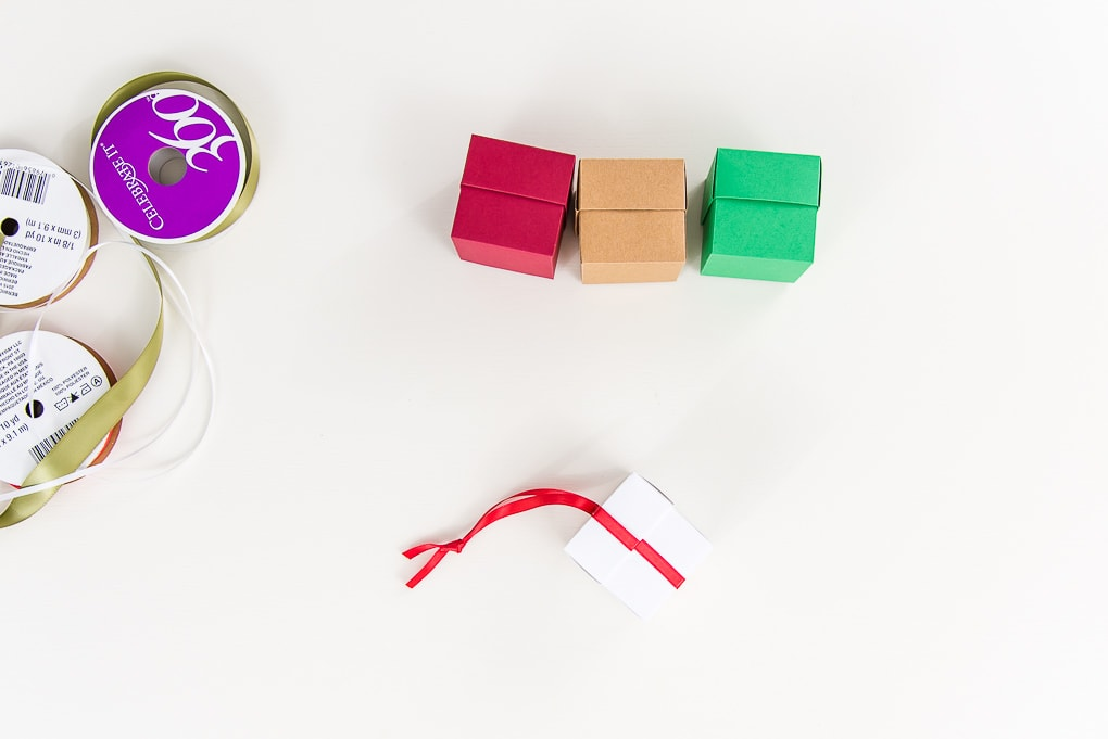 3d Box ornaments with ribbons