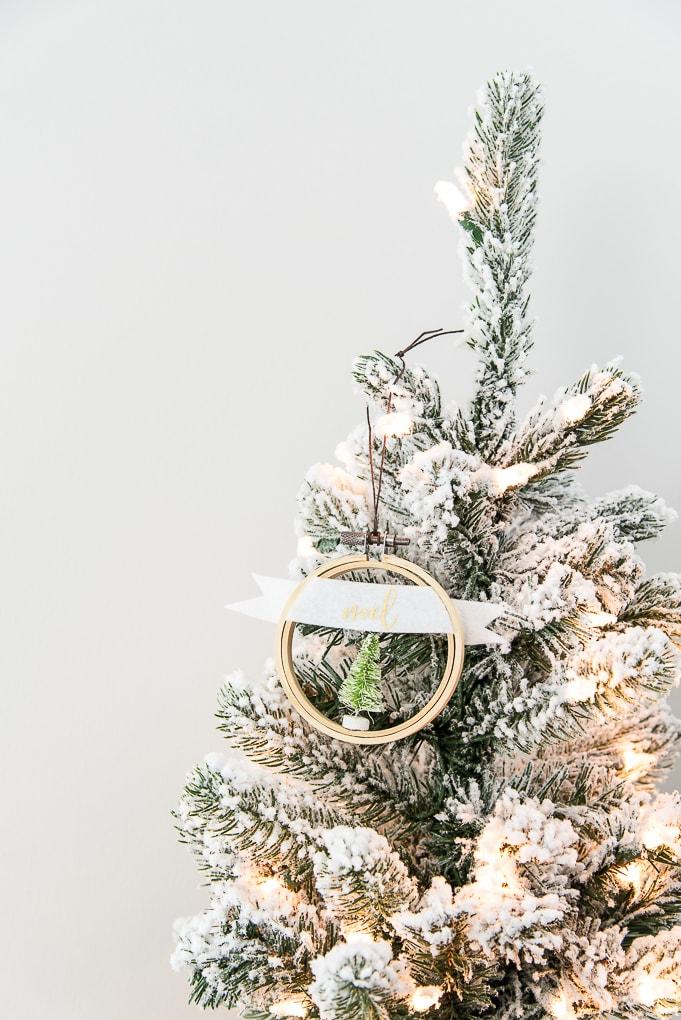 noel embroidery hoop Christmas ornament