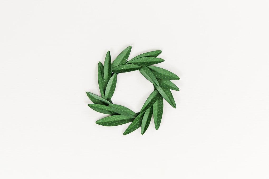 full paper wreath leaves gift topper