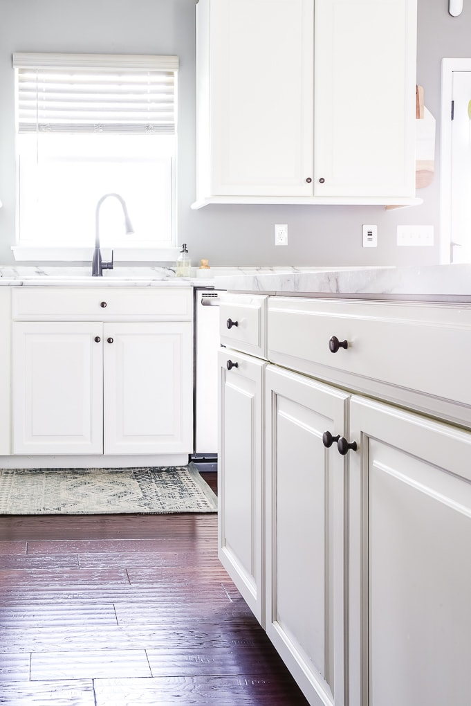 bright white kitchen cabinets and block knobs