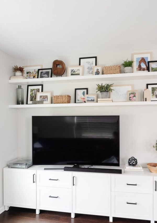 How to Decorate Shelves in 5 Easy Steps