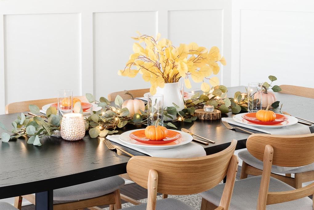 modern thanksgiving table decor on black wooden table